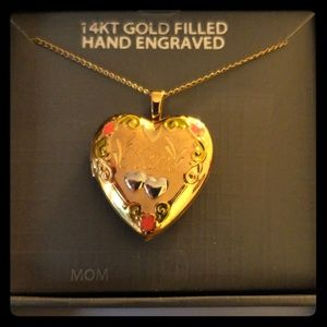 Jewelry - Heart Shaped Locket For Mom